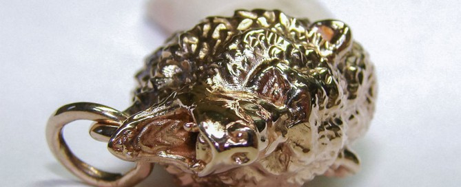 Custom Jewelry with roaring bear head 3d model. Bear's fang pendant.