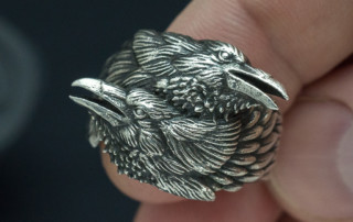 Two ravens ring. Huginn and Muninn in silver. Digital sculpting for the jewelry design.