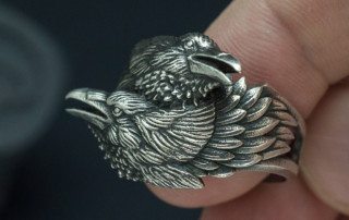 Two ravens ring. Huginn and Muninn in silver. Jewelry design by voronart.com