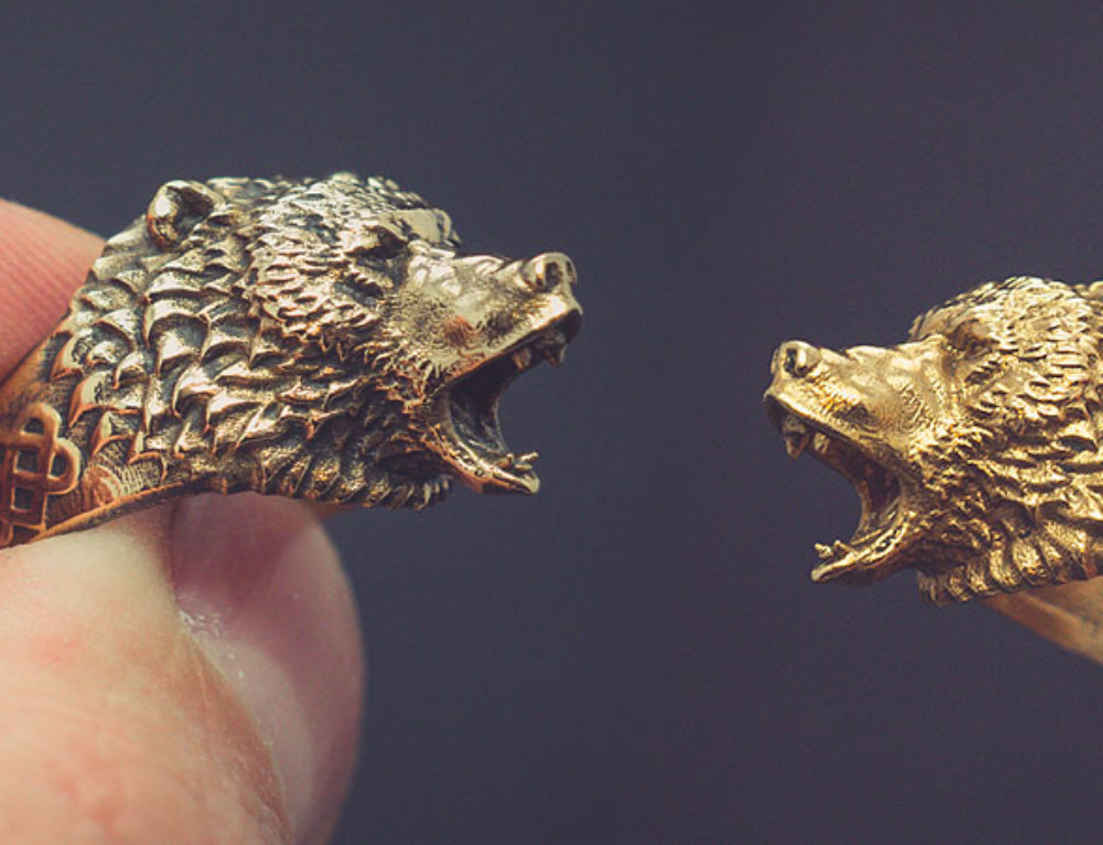 Roaring bear Ring. Digital 3d model and actual jewelry